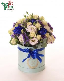 Цветы в синей коробке