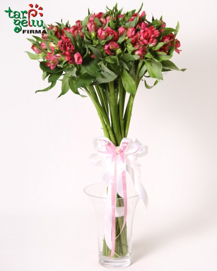 Charming bouquet of alstromeria