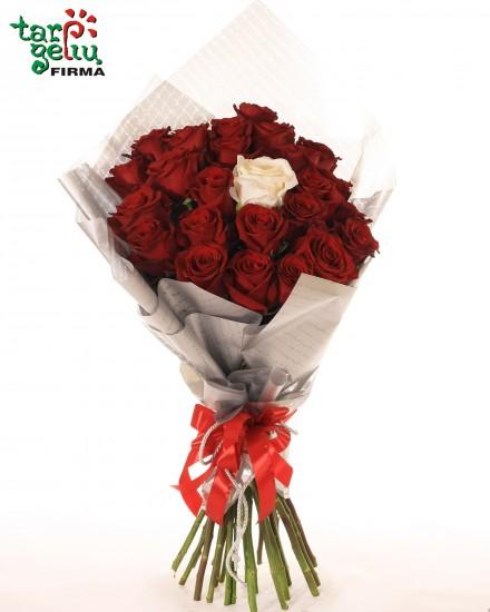 Rožių puokštė MĖLYSIU AMŽINAI