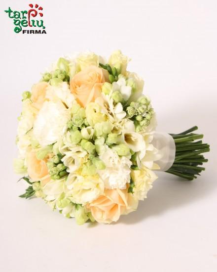 Kreminių rožių vestuvinė puokštė